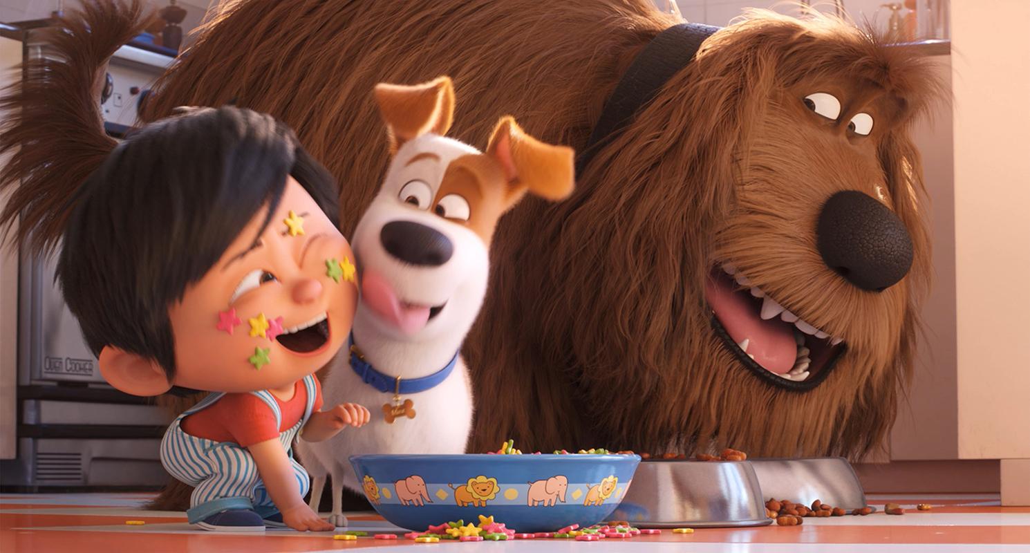 Mascotas 2. En la imagen vemos a Duke, Max y Liam disfrutando de la comida juntos.